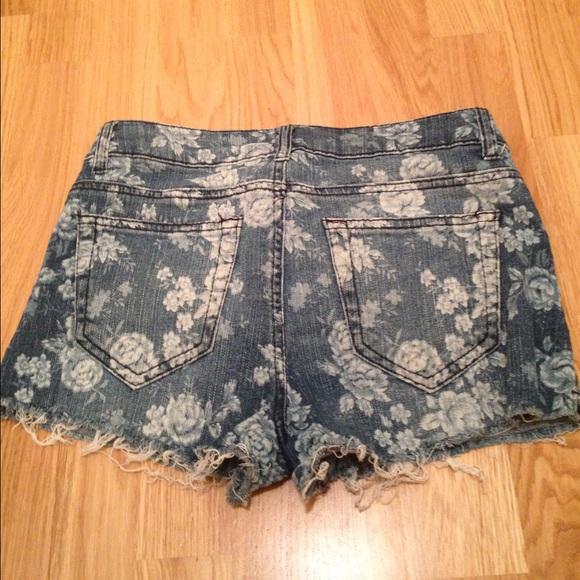 Forever 21 Pants - Forever 21 floral print denim shorts