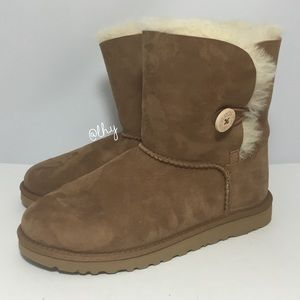 UGG GIRLS BAILEY BUTTON BOOTS – SZ 6