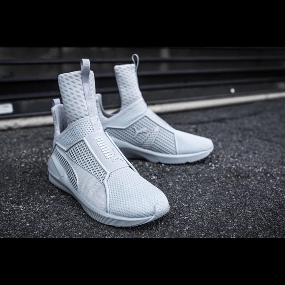 best loved 378f6 63e40 Rihanna's puma Fenty sneakers NWT