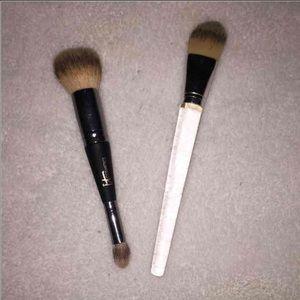 It Cosmetics Brush! Bundle!!