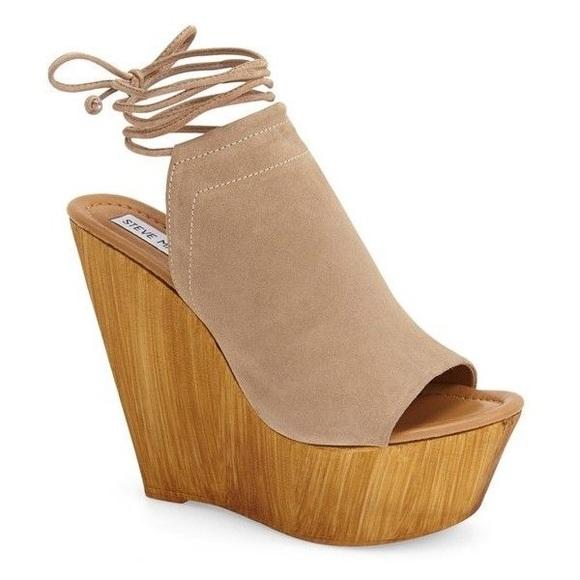 e63ed83c7ea Steve Madden Bonelli Lace Up Wedge Sandals. M 57d9c0d2eaf030d5c000d2ec