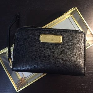 Marc Jacobs Handbags - Marc Jacobs wallet in black leather
