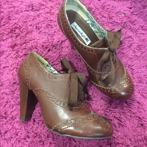 Brown Heeled Oxfords with Vintage Feel