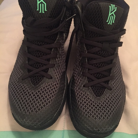 best service 807d8 8a4a9 ... Kyrie 1 Dark Knight Men size 9 ...