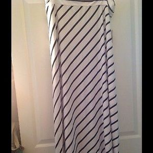 Dresses & Skirts - ✂️⤵️ 🆕Ladies Plus White/Black Maxi Skirt~XXL (20)