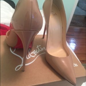 Christian Louboutin Shoes - pair of 39.5 so kate in nude