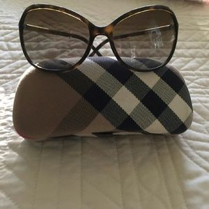 AUTHENTIC Burberry sunglasses with case