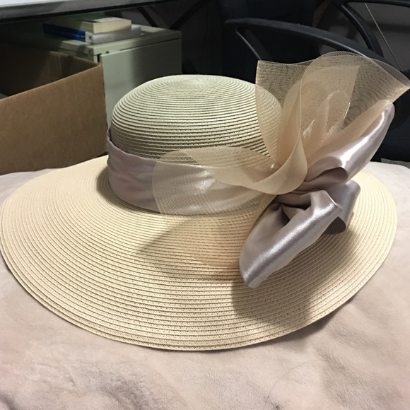 Badgley Mischka Accessories - Derby Hat in Tan with Taupe Ribbon and Tulle 9a46ebad86c