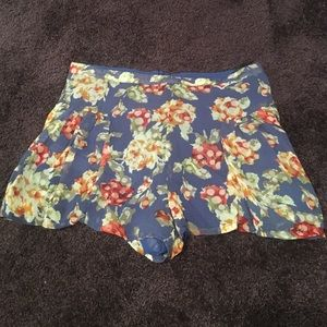 Bloomingdale's Pants - Floral shorts