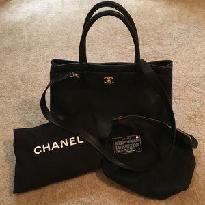 CHANEL Handbags - 💝 Auth CHANEL Executive Cerf Tote Black + GHW 💕