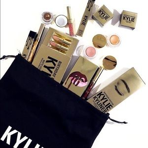 💞1 COMPLETE Kylie's 19th B-Day Set/Still wrapped