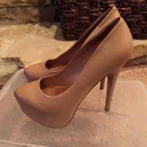 Steve Madden Shoes - Price cut ✂ Steve Madden Dejavu Nude heels
