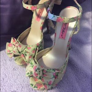 Betsey Johnson nude floral bow heel sandals