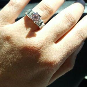 Jewelry - Pink gemstone ring