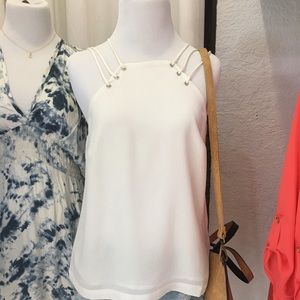 E. SSUE Dolores White S/L Top Small NWT