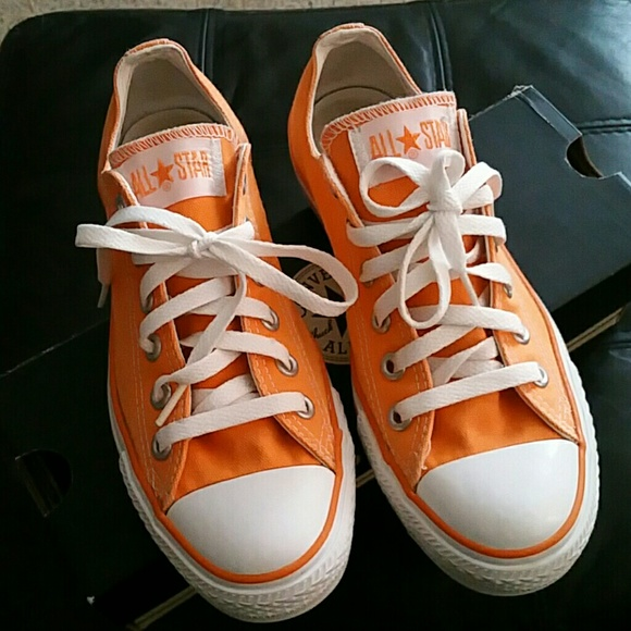 Light Orange Converse, Mens 5 / Women's 7
