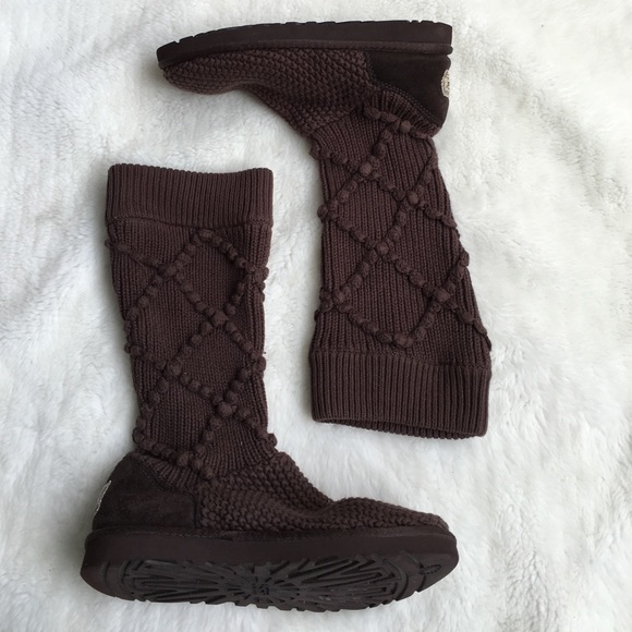 ae96aa112af Women UGG Classic Argyle Knit Brown 5879 size 8