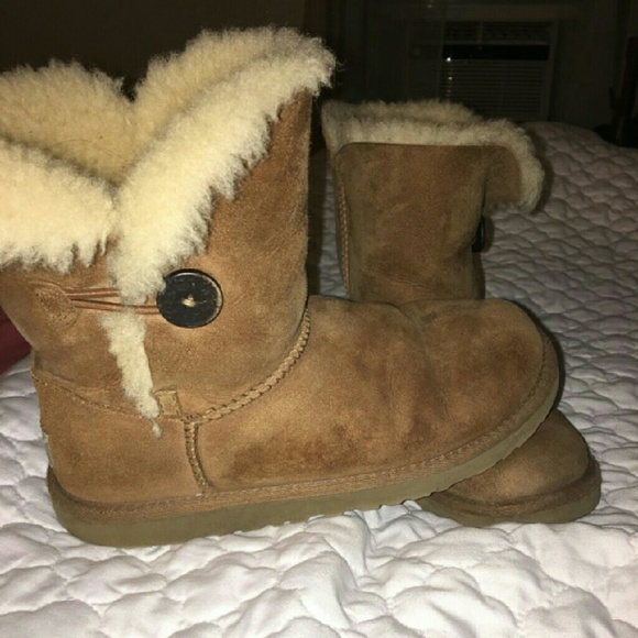 Authentic Girls Bailey Button Short Uggs
