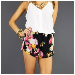 Pants - Final Sale ☀️ New black floral shorts