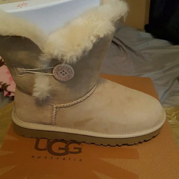 8187e52acb4 Brand New Authentic Ugg Boots In A Womens Size 8 NWT