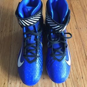 mid top basketball shoes nike high cleats
