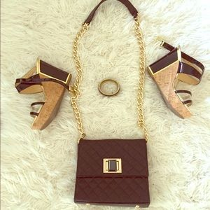 Trendy black and gold chain bag