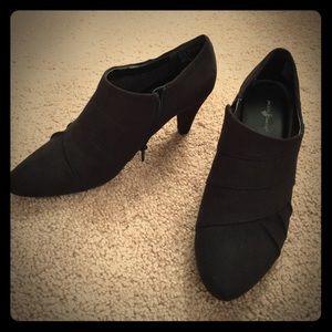 Jaclyn Smith Shoes - NWOT- Black Booties