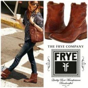 6e007a718fb Frye Shoes - BRAND NEW Frye Carson Lug Short Dark Brown Size 7