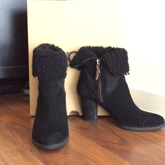 c2156eb13f6 Ugg Charlee Ankle Boots Size 7.5 in Black