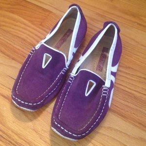 Hot Kiss Shoes - Hot Kiss sz 6.5 purple and white suede slip ons