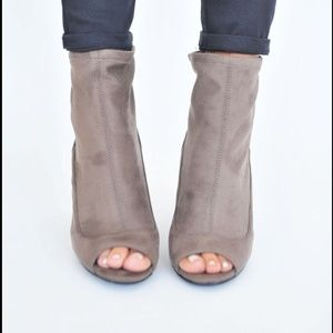 Taupe heels size 7