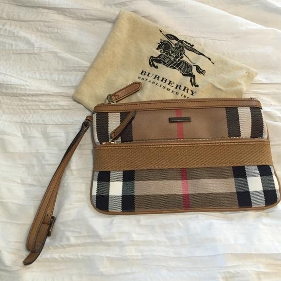 Burberry Handbags - Burberry Wristlet 78d68017733d5