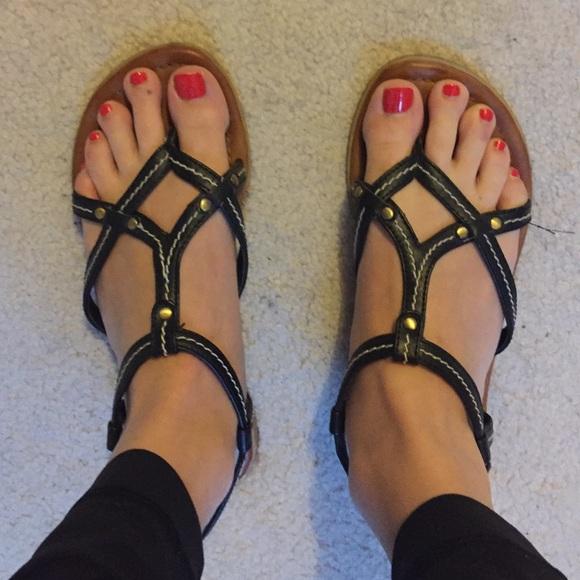 286de8f7e9bdcc Black Report sandals size 6. M 57ddc7f778b31c5774010907