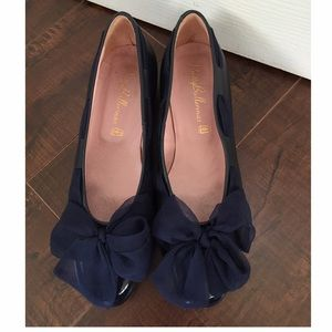Pretty Ballerinas Shoes - Pretty Ballerinas Silk Bow Flats