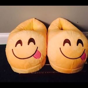 Shoes - Emoji smiley slippers