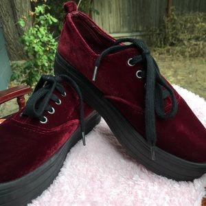 c31a78716139 H M Shoes - 🍷Platform Velvet Tennies🍷