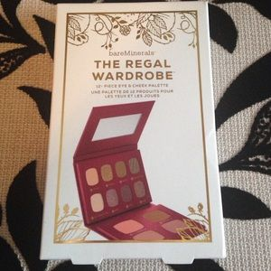 bareMinerals Other - Bare Minerals Regal Wardrobe Set NWT