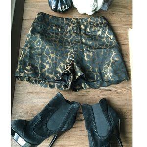 Isabel lu Shorts - Isabel Lu // high waist leopard shorts // XS
