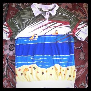 Great vintage tee with beach scene!