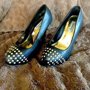 Black pumps with gold accent