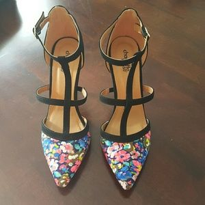 Very nice Size 8 (nwot) Floral heeled shoes
