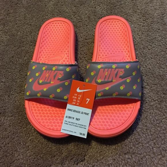 separation shoes 567a4 098aa Women s Benassi Nike Slides- size 7