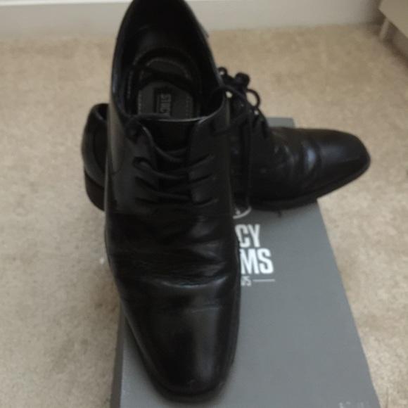 9392c227edaa Stacy Adams men s (boys) dress shoes. M 57defcefb4188e633704d73f