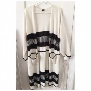 Sweaters - Cozy Long black/white Knit Cardigan.