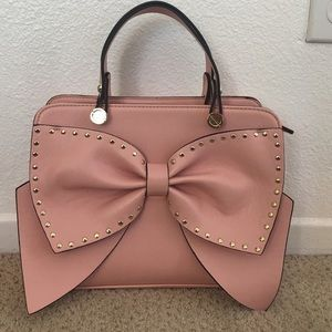 BETSY JOHNSON BOW REGARD BOW SATCHEL BLUSH