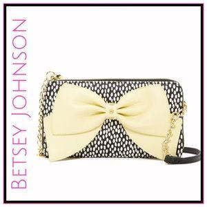 Betsey Johnson Handbags - ❄️✨Betsey Johnson Hopelessly Romantic Clutch✨
