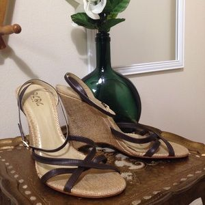 BCBG Brown LEATHER Gold Wedges Ankle Strap Size 9