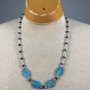 Jewelry - She'll and Bead Necklace