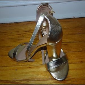 NEVER WORN Gold Chunk Heel Sandals