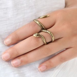 House of Harlow snake double-finger ring